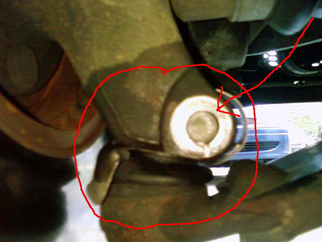 Removal of lower ball joint bolt.-002.jpg