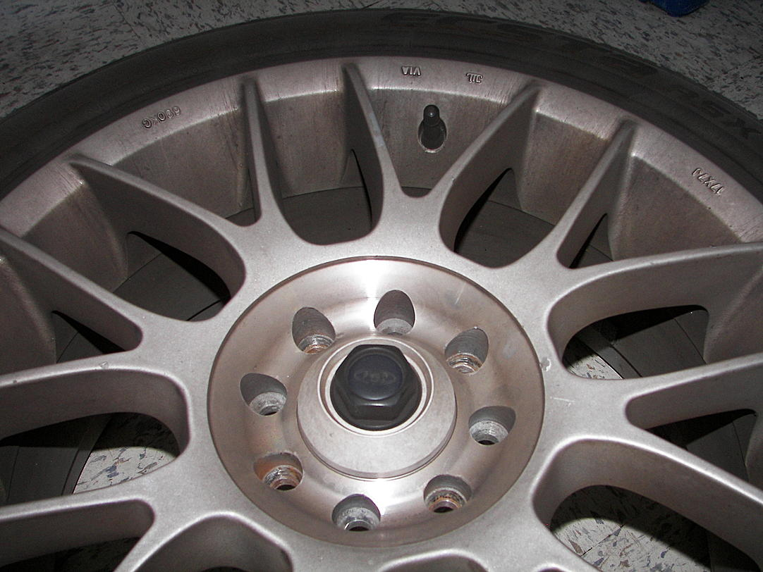 Help, what kind of wheels are these?-100_3046.jpg