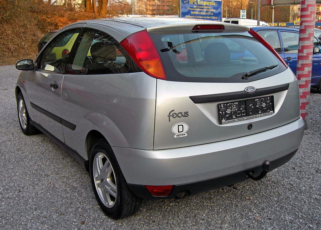 Uk rear bumper? Info appreciated-1024px-ford_focus_i_20090402_rear.jpg