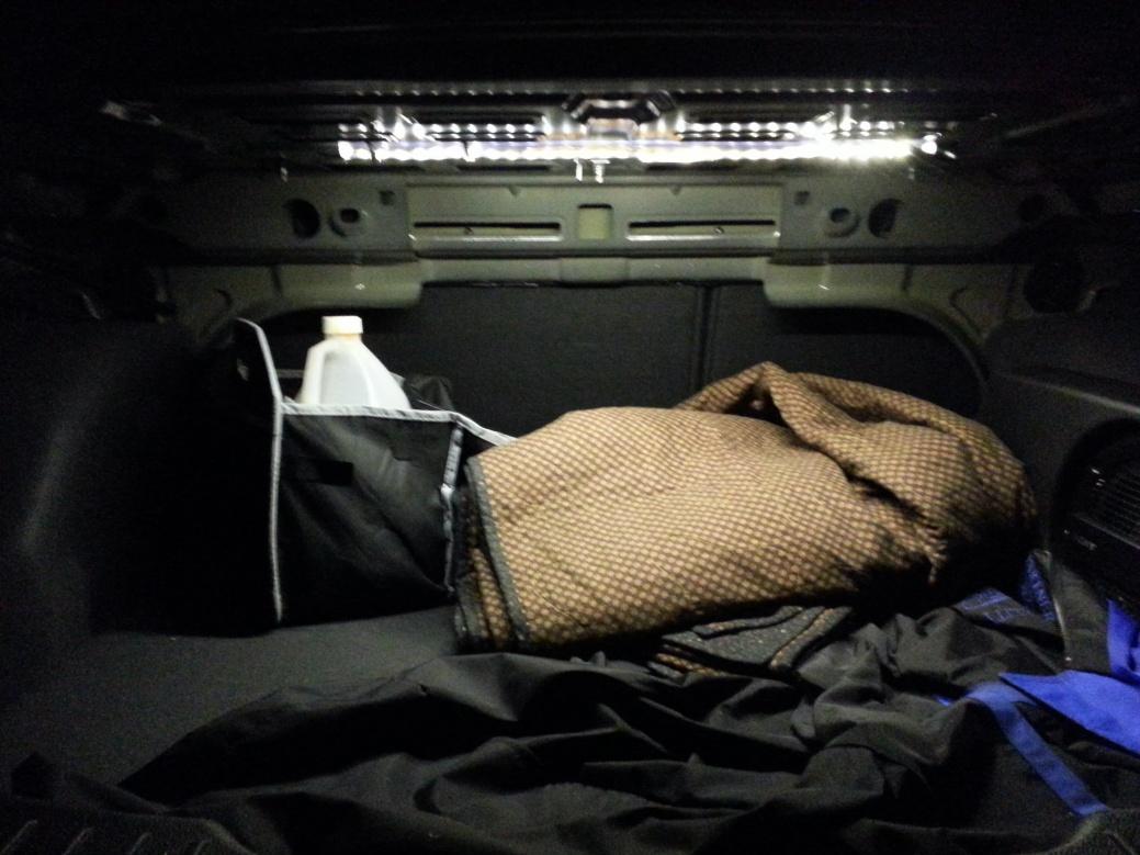 LED lights in trunk-20131101_193650.jpg