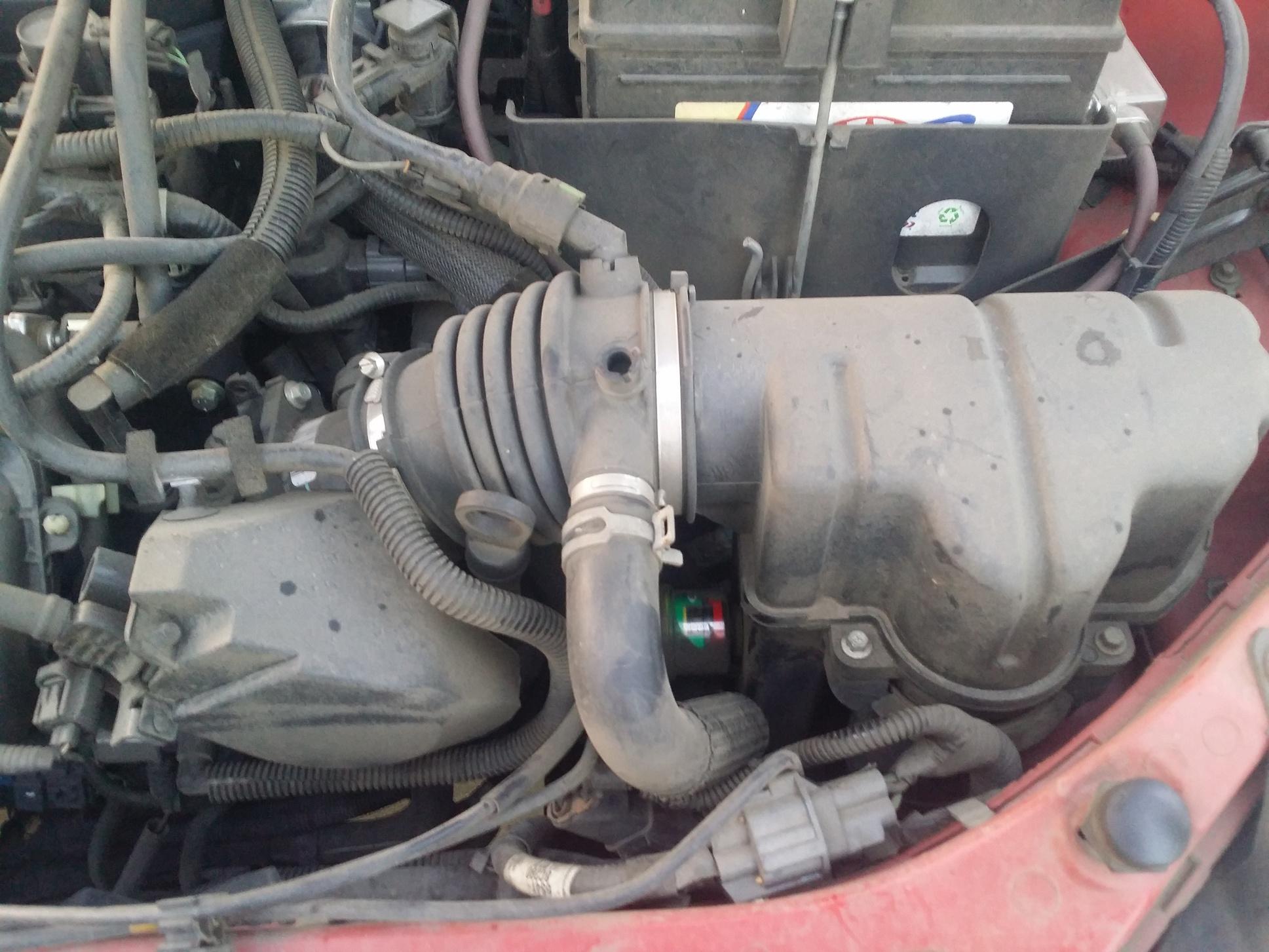 2005 ford focus fuel filter location