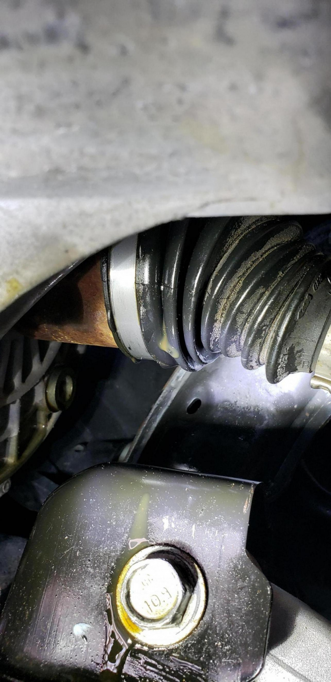 2012 Focus SE left axle leaking-20190814_160937_1565817778316.jpg