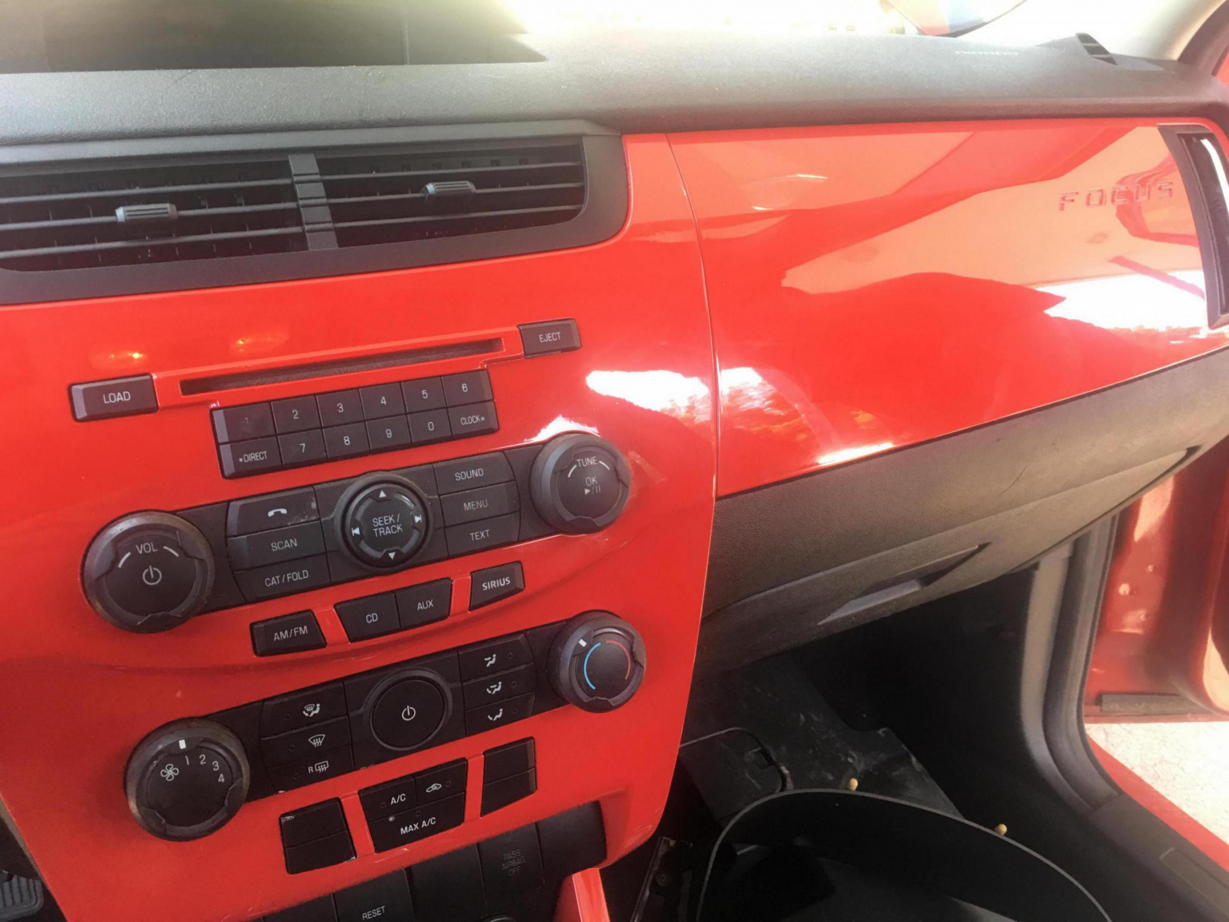 New splash of color to the instrument panel  - Ford Focus