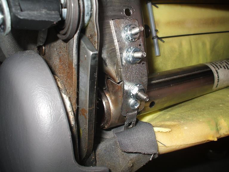 Broken, sagging drivers seat - right side. +pics-dscf1488.jpg