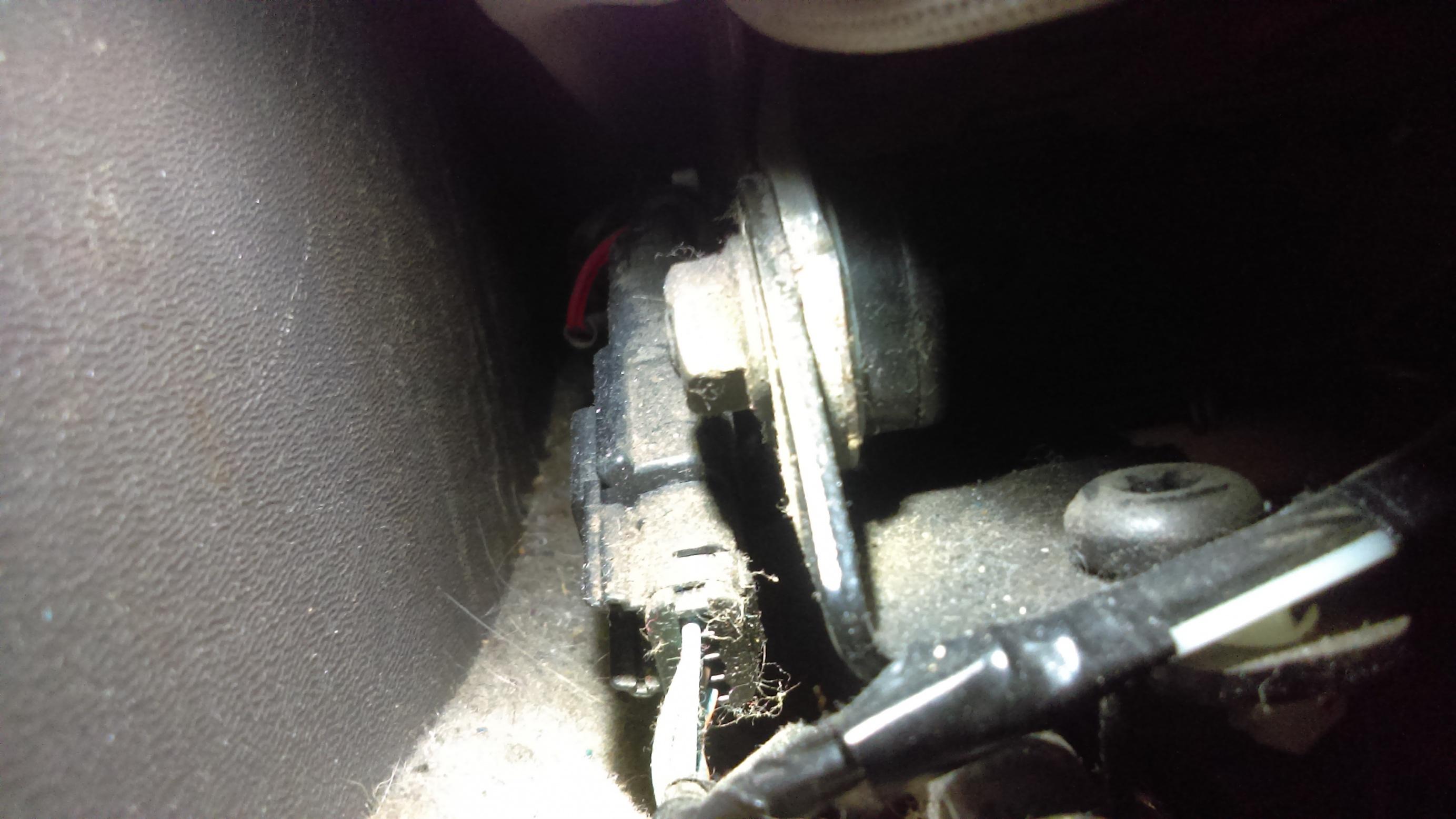 08-11 Rocking driver seat cheap fix-imag0955.jpg