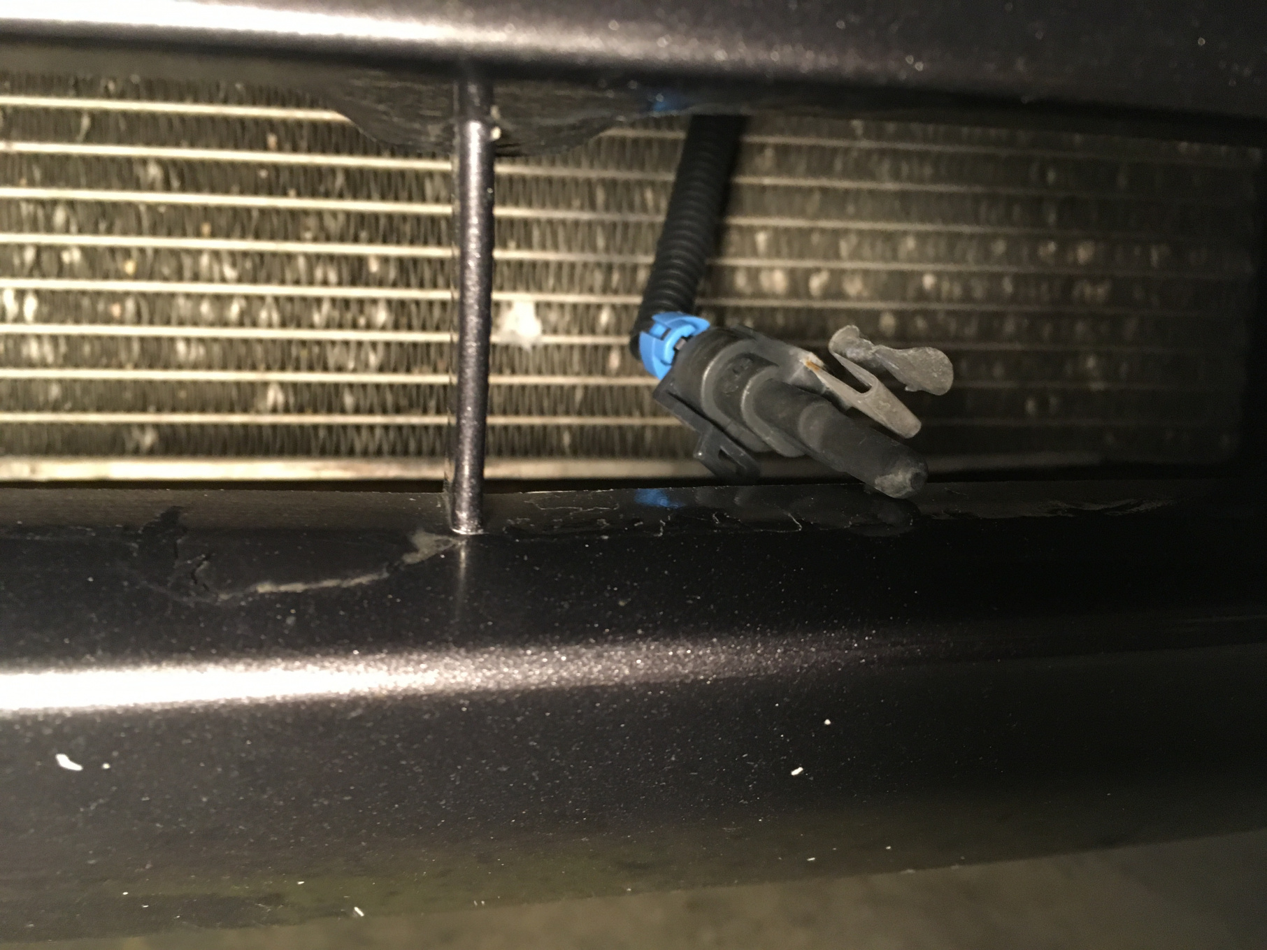 Sensor hanging in front of radiator, any idea?-img_0330.jpg