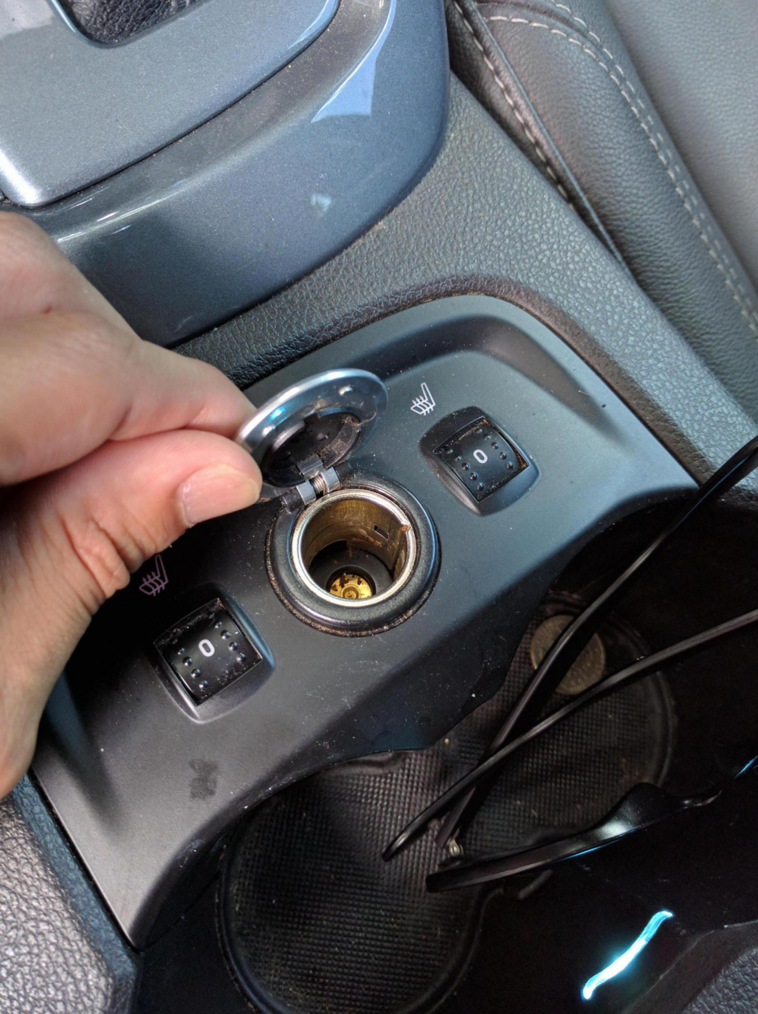 Center console 12 volt removal-img_20160812_132142_1471022766452.jpg