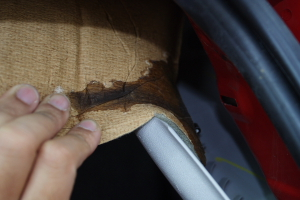 Leaking from tail light cluster...anybody?-leaky_seam0001.jpg